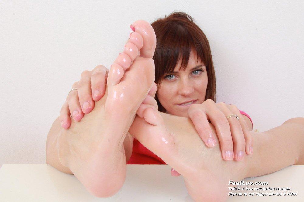 image Leony aprill bare feet show off